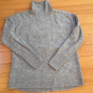 Womans lg gap turtleneck sweater